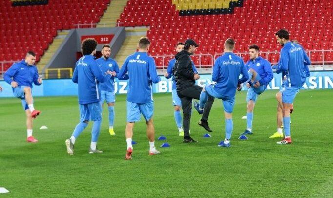 """Çaykur Rizesporlu futbolculardan """"evde kal"""" çağrısı"""