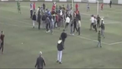 Futbolculara hücum hatıra kameralarda