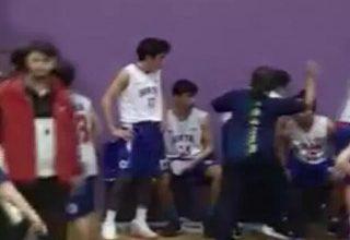 Gençler basketbol maçında antrenör, oyuncusuna saldırdı