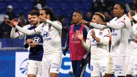 Lyon futbolcuların maaşlarını kesti