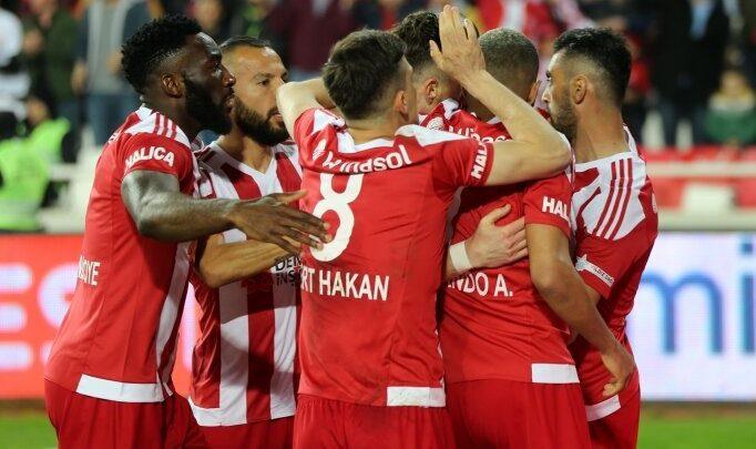 "Mert Hakan Yandaş: ""Galatasaray pas oyununu fantastik oynuyor"""