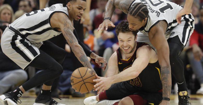 NBA'de Cavaliers, Cedi'nin 19 sayı attığı Spurs maçını uzatmada
