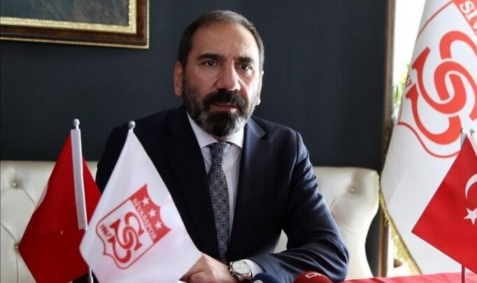 """Sivasspor Kulübü Başkanı Mecnun Otyakmaz'dan """"evde kal"""" çağrısı"""