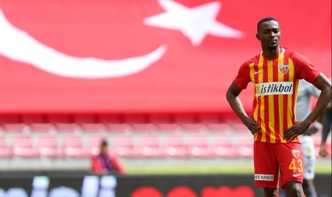 Beşiktaş'ta Bernard Mensah görüşmesi