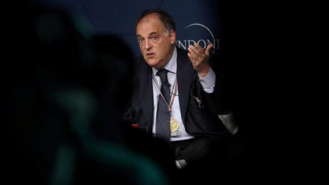 La Liga Başkanı: `Futbol, fabrika işlerinden daha tehlikeli değil`