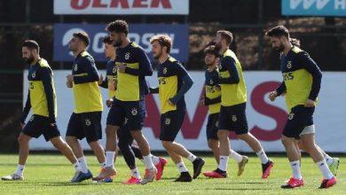 Fenerbahçe sahaya iniyor! Sosyal mesafeli antrenman…