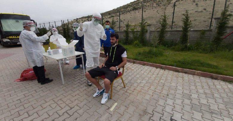 Yeni Malatyaspor 'da futbolcular ve çalışanlara corona virüsü testi yapıldı